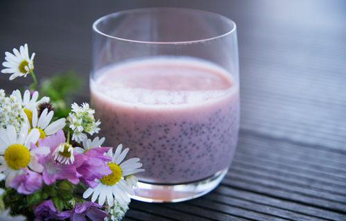 Začněte zítřejší ráno hezky zdravě - třeba s čerstvě připraveným džusem a CHIA PUDINKEM :-)