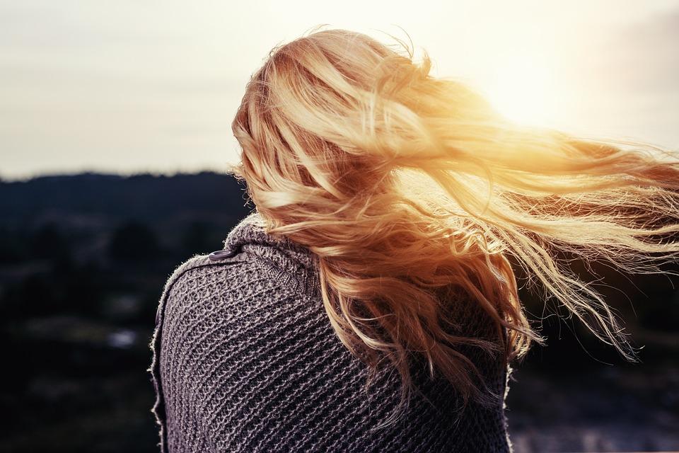 Jak pečovat o vlasy v létě i po něm?