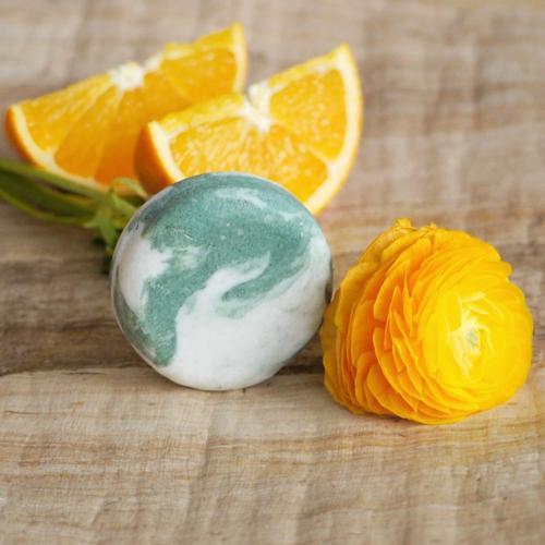 Tuhý šampon kopřivový – Pomeranč a eukalyptus 60 g Ponio