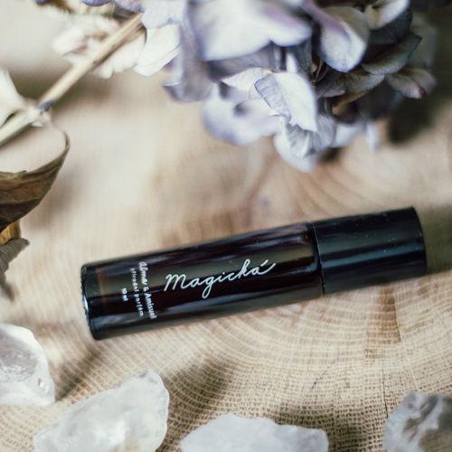 Přírodní vysokovibrační olejový parfém MAGICKÁ Alma